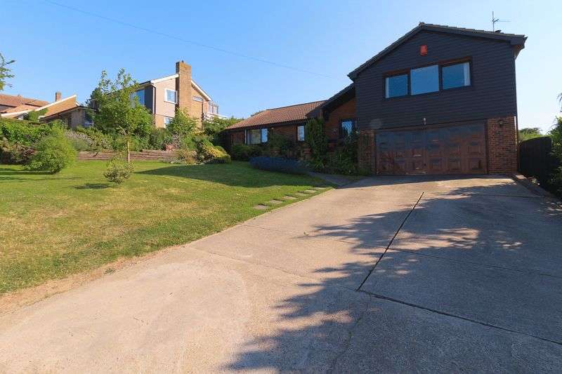 5 Bedrooms Detached Bungalow for sale in SPACE for the whole family! Southsea Avenue, Minster