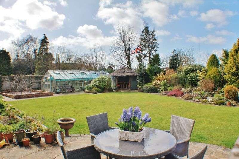 5 Bedrooms Detached Bungalow for sale in 1 Moorland Road, Poulton Le Fylde Lancs FY6 7EU