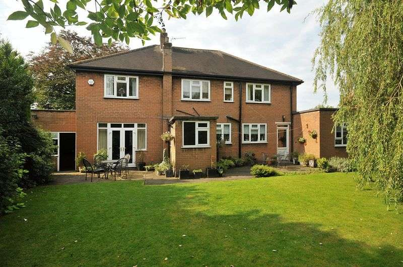 5 Bedrooms Detached House for sale in Moss Lane, Timperley