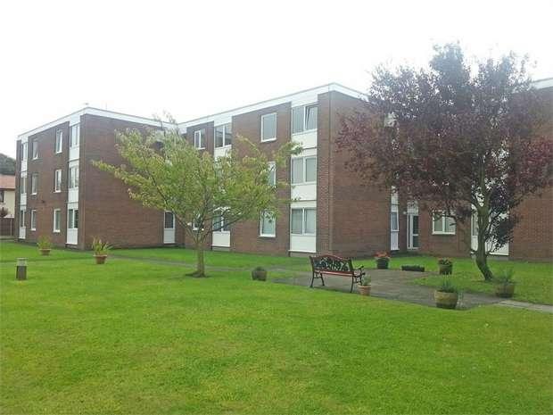 1 Bedroom Flat for sale in Highbury Avenue, Fleetwood, Lancashire