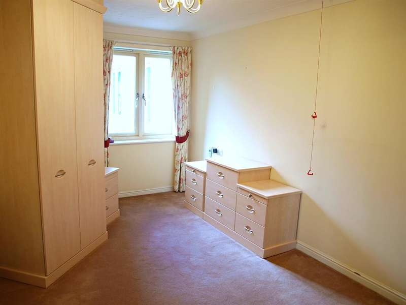 1 Bedroom Flat for sale in Rosewood Court, Park Avenue, Roundhay, Leeds, LS8 2BL