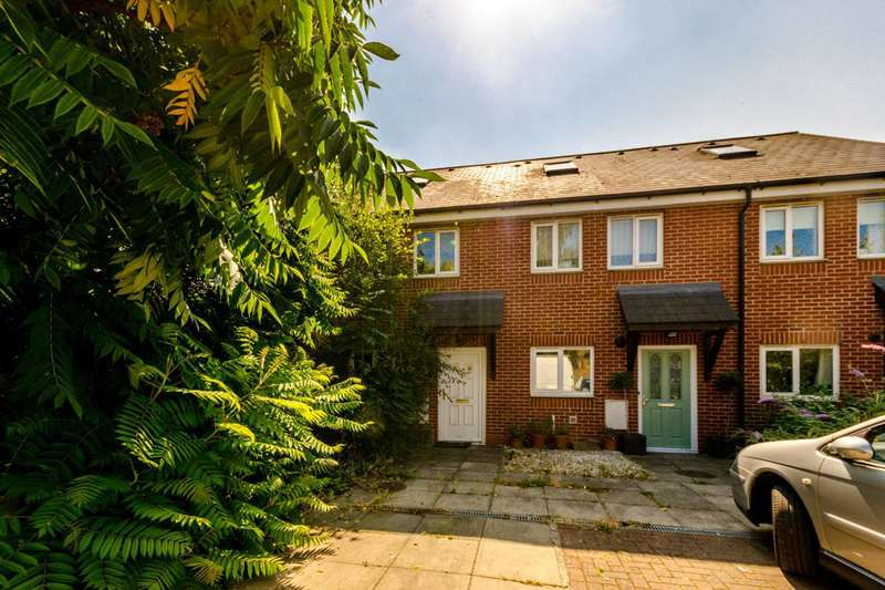 3 Bedrooms End Of Terrace House for sale in Beemans Row, Earlsfield, SW18