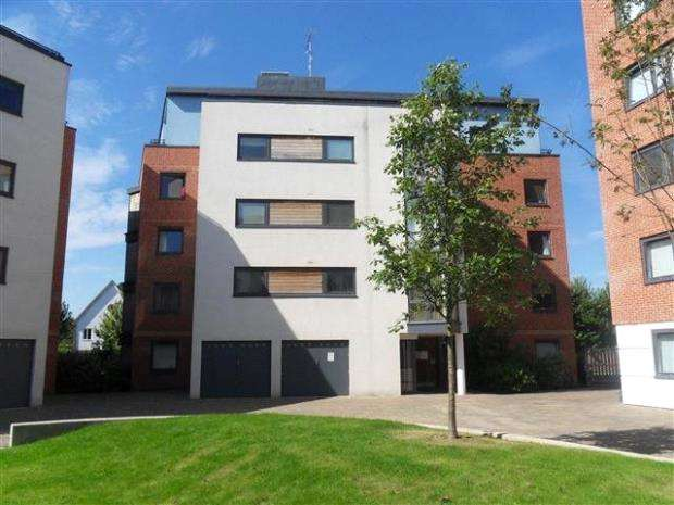 2 Bedrooms Apartment Flat for sale in The Courtyard, Southwell Park Road, Camberley