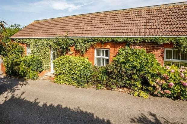 2 Bedrooms Cottage House for sale in Station Terrace, Hitchin, Hertfordshire