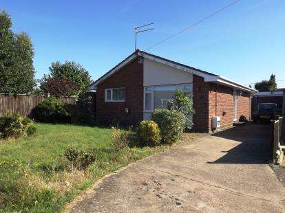 2 Bedrooms Bungalow for sale in Bradwell, Great Yarmouth, Norfolk