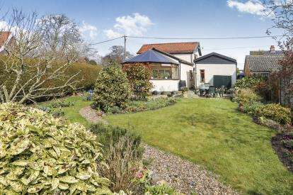 3 Bedrooms Detached House for sale in Stow Bedon, Attleborough, Norfolk