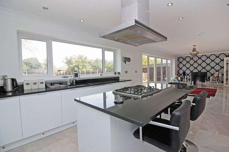 4 Bedrooms Semi Detached House for sale in Hurst Road, Buckhurst Hill