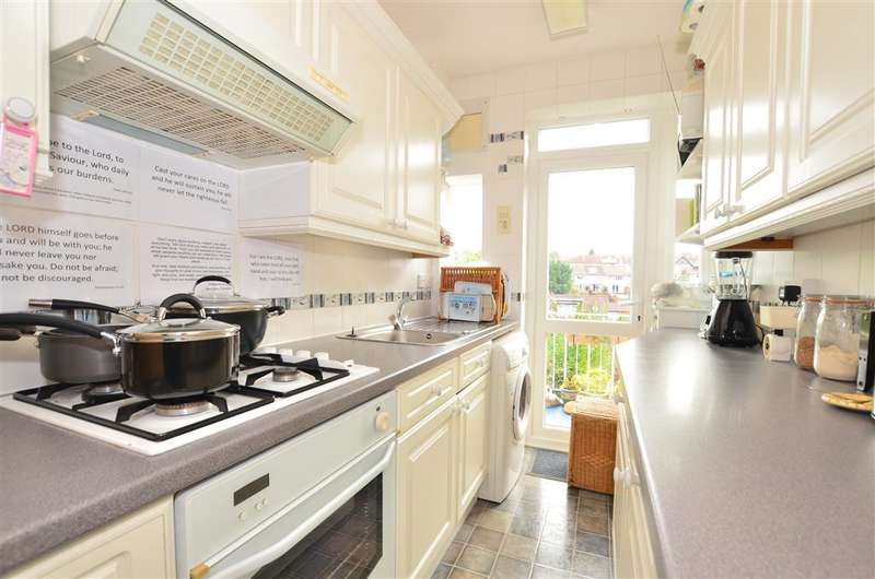 3 Bedrooms Terraced House for sale in Cromwell Road, Caterham, Surrey