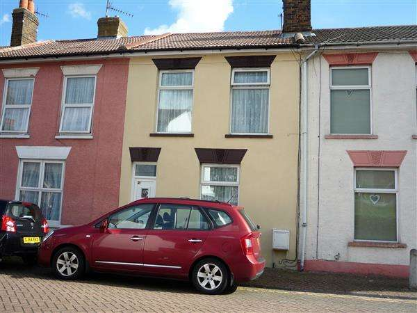 2 Bedrooms Terraced House for sale in James Street, Sheerness