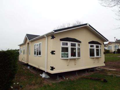 2 Bedrooms Mobile Home for sale in Orchard Park, Elton, Chester, Cheshire, CH2