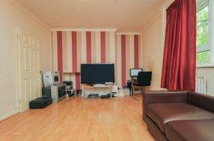 2 Bedrooms Flat for sale in Guyscliff Road, Lewisham, London