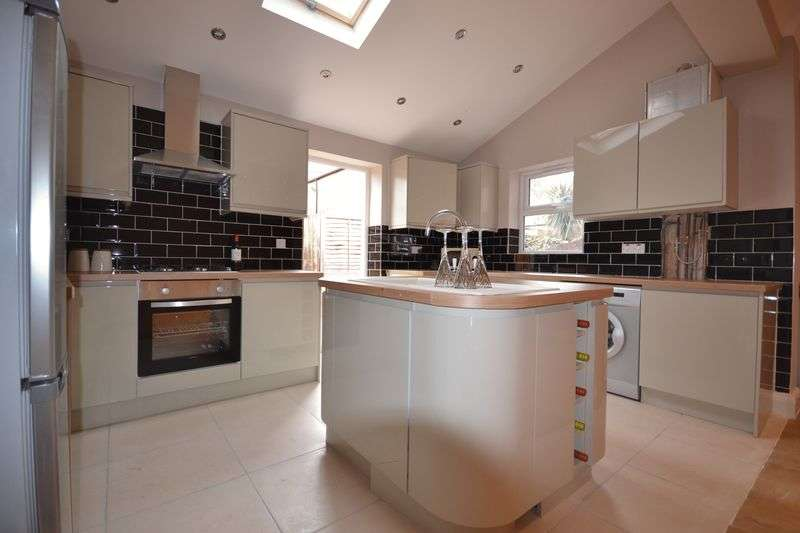 4 Bedrooms Terraced House for sale in Renness Road, London