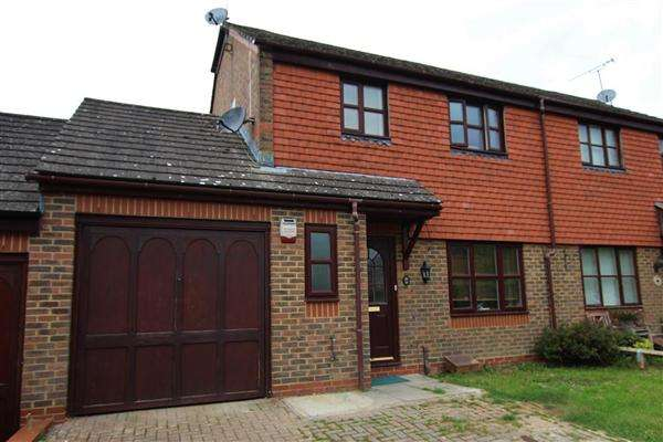 3 Bedrooms Semi Detached House for sale in Treetops, Horsham