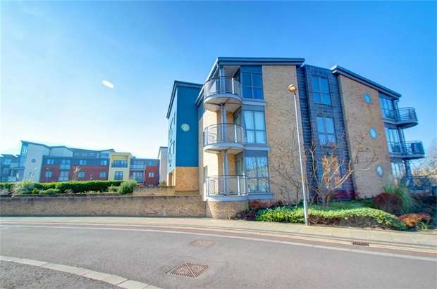 2 Bedrooms Flat for sale in Fairway Court, Gateshead, Tyne and Wear, UK