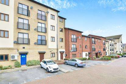 2 Bedrooms Flat for sale in Goodrington Place, Broughton, Milton Keynes, Bucks