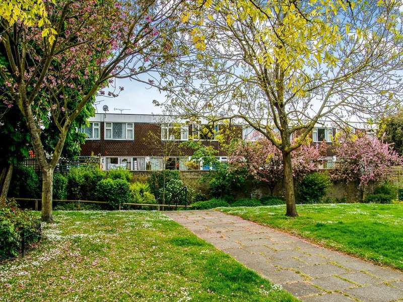 2 Bedrooms Flat for sale in Joanns Court Stephen Close, Broadstairs, CT10