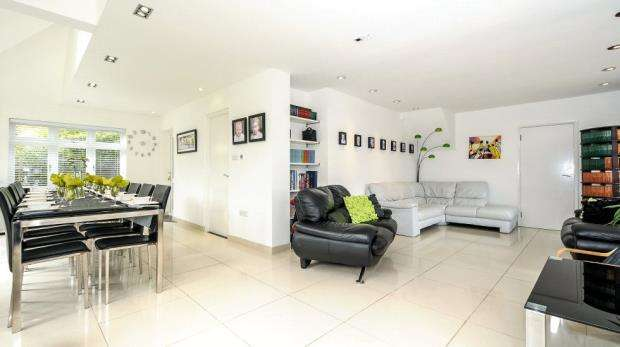 4 Bedrooms Detached Bungalow for sale in Chingford Avenue, Farnborough, Hampshire