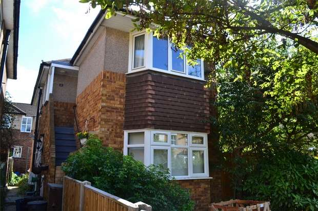 2 Bedrooms Maisonette Flat for sale in Greville Close, St Margarets, Twickenham