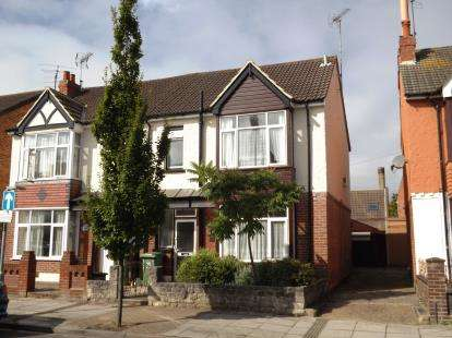 3 Bedrooms Semi Detached House for sale in Portsmouth, Hampshire, United Kingdom