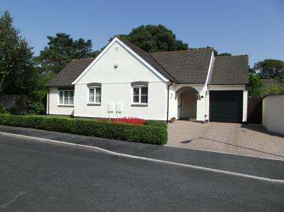 3 Bedrooms Bungalow for sale in Bodmin, Cornwall, .