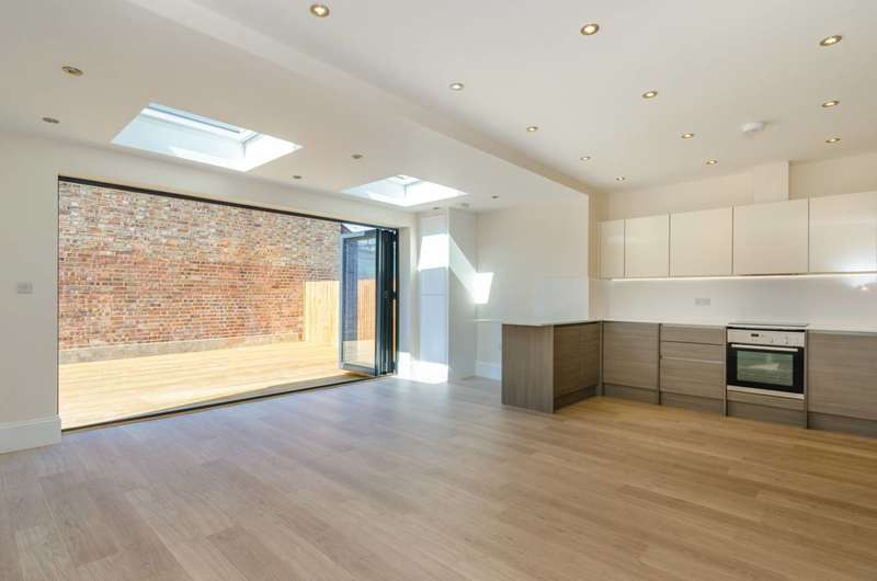2 Bedrooms Flat for sale in Tetherdown, Muswell Hill, N10