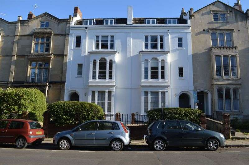 2 Bedrooms Flat for sale in Oakfield Road, Bristol