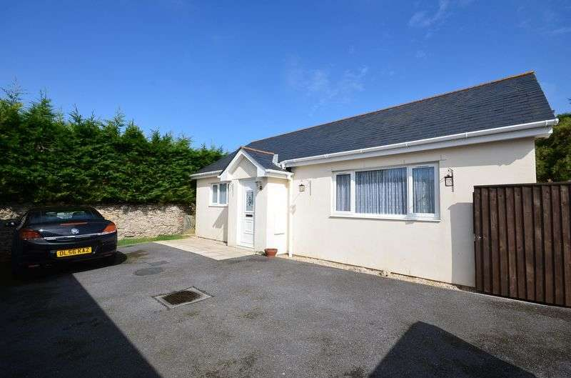 2 Bedrooms Bungalow for sale in REA DRIVE, BRIXHAM