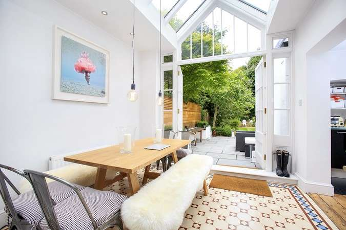 2 Bedrooms Flat for sale in Bath Road, Chiswick