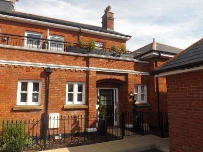 2 Bedrooms Terraced House for sale in Brentwood, Essex