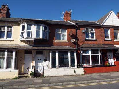3 Bedrooms Terraced House for sale in Central Drive, Blackpool, Lancashire, FY1