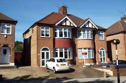 4 Bedrooms Semi Detached House for sale in Brunswick Park Road, New Southgate, London