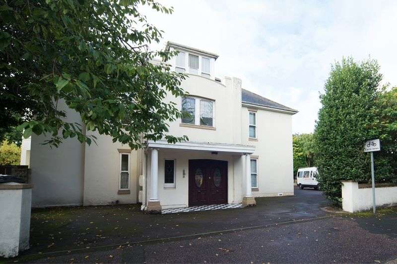2 Bedrooms Flat for sale in Spacious Two Bedroom Apartment Located in Charminster