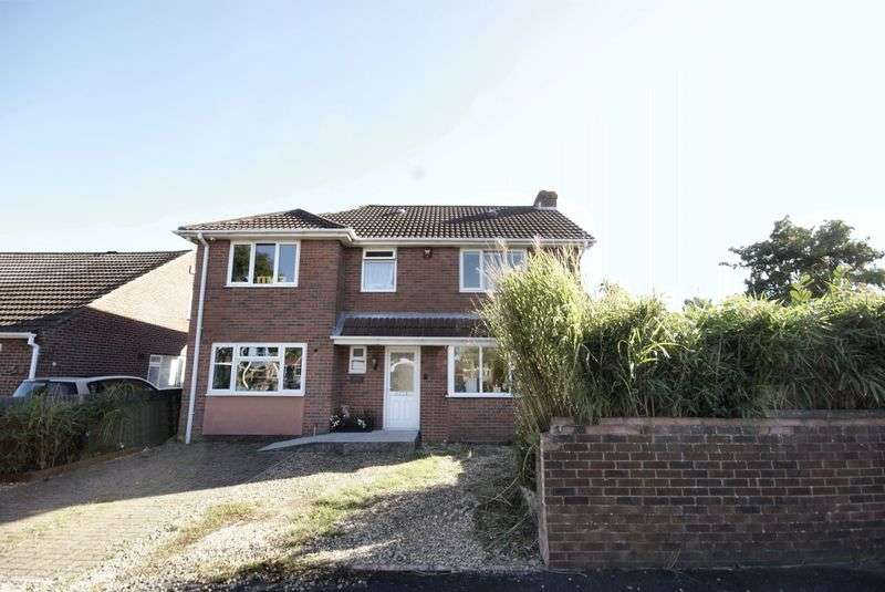 4 Bedrooms Detached House for sale in Carisbrooke Road, Gosport, PO13