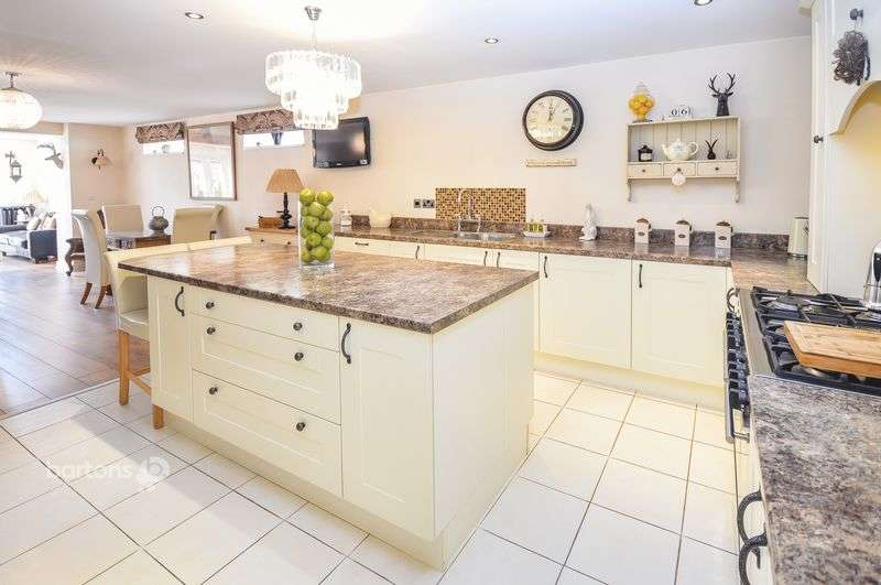 4 Bedrooms Detached House for sale in Winterhill Road, Kimberworth, Rotherham