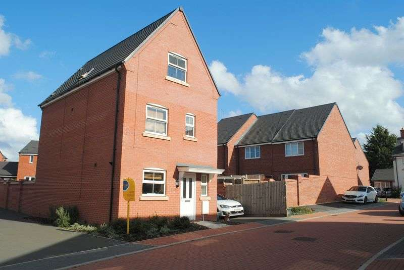 4 Bedrooms Detached House for sale in Tay Drive, Rushden