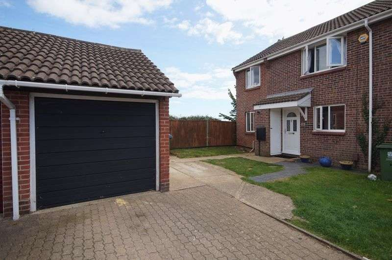 3 Bedrooms Semi Detached House for sale in The Linnets, Fareham, PO16