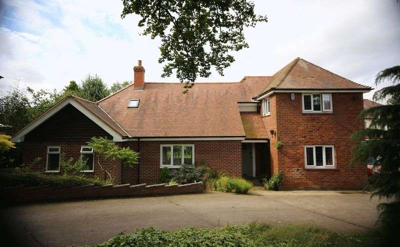 4 Bedrooms Detached House for sale in Carlton Road, Worksop