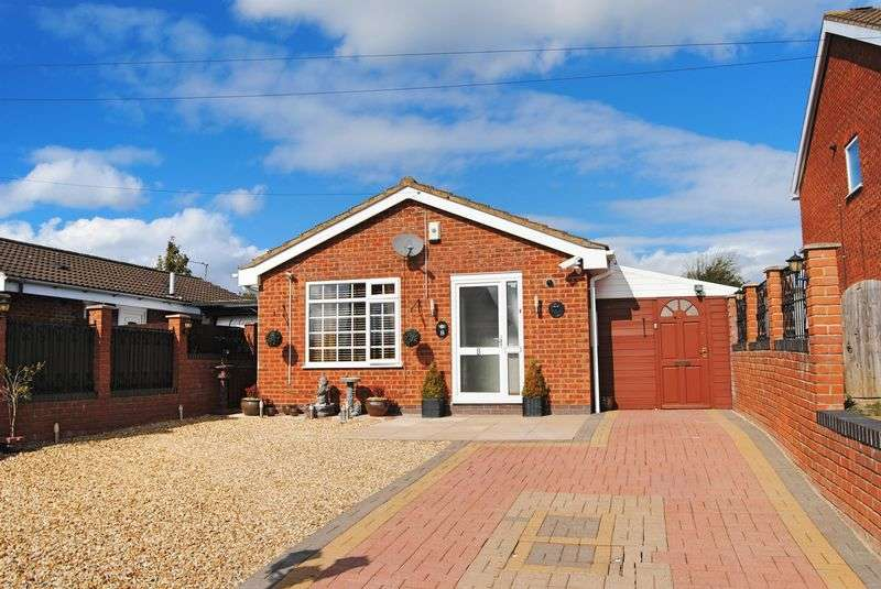 3 Bedrooms Detached Bungalow for sale in Truro Close, Grantham