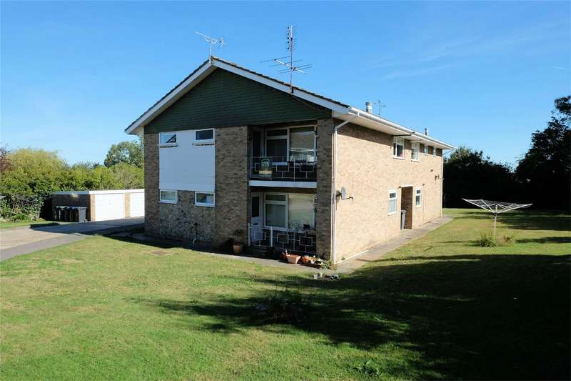 2 Bedrooms Flat for sale in Cypress Close, WHITSTABLE, Kent