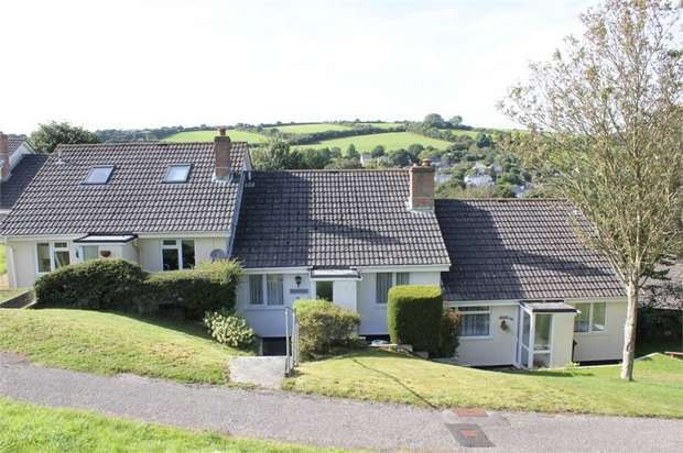 2 Bedrooms Terraced Bungalow for sale in Old Roselyon Crescent, St Blazey, Par, Cornwall