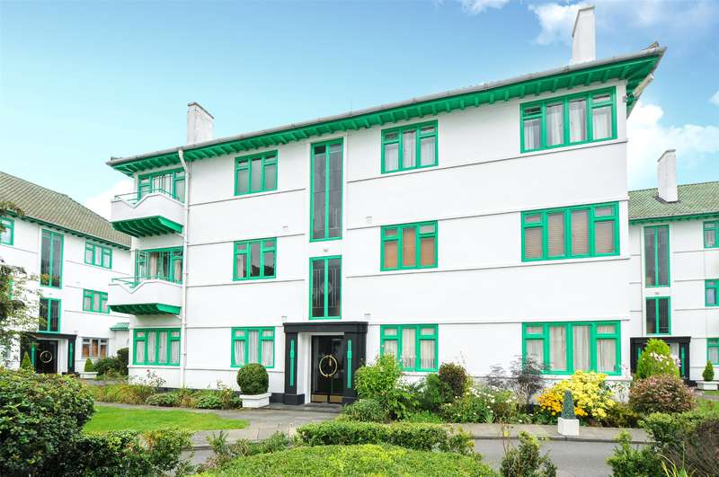 2 Bedrooms Apartment Flat for sale in Elm Park Court, Elm Park Road, Pinner, Middlesex, HA5