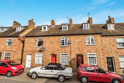 3 Bedrooms Terraced House for sale in Saunders Piece, Ampthill, Bedford, Bedfordshire