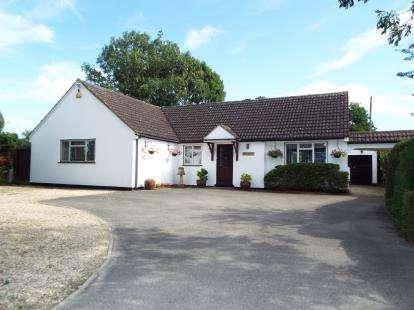 4 Bedrooms Bungalow for sale in Church Road, Leckhampton, Cheltenham, Gloucestershire