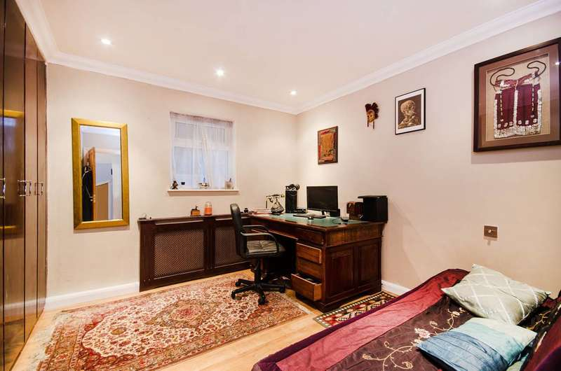 2 Bedrooms Maisonette Flat for sale in Wingfield Way, Ruislip, HA4