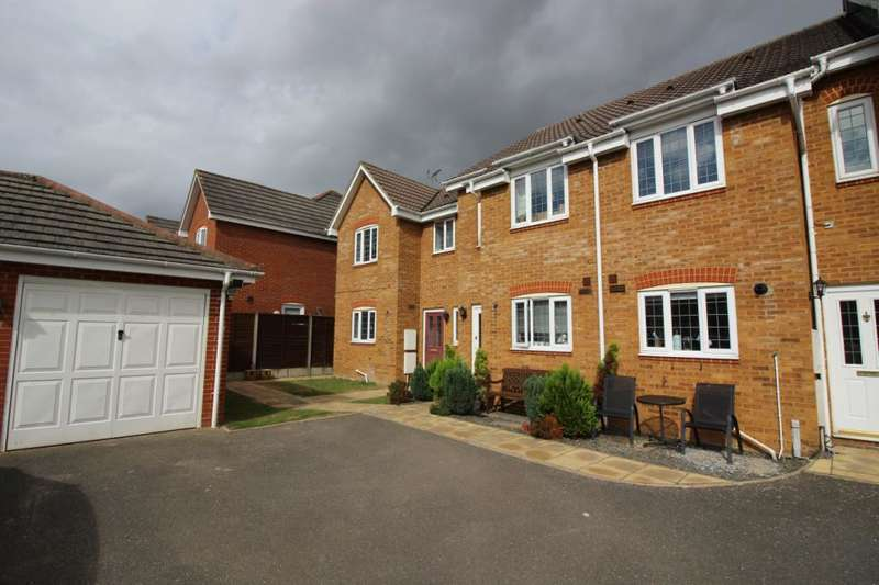 3 Bedrooms Terraced House for sale in Robins Close, London Colney, St. Albans, Hertfordshire, AL2