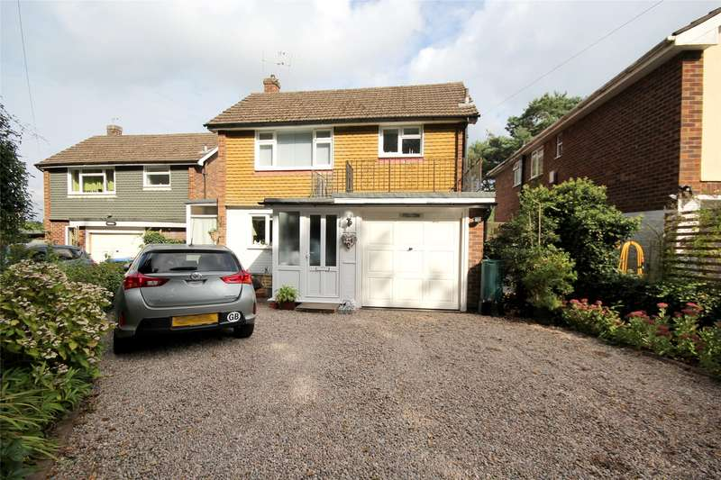 4 Bedrooms Detached House for sale in Hare Hill, Rowtown, Surrey, KT15
