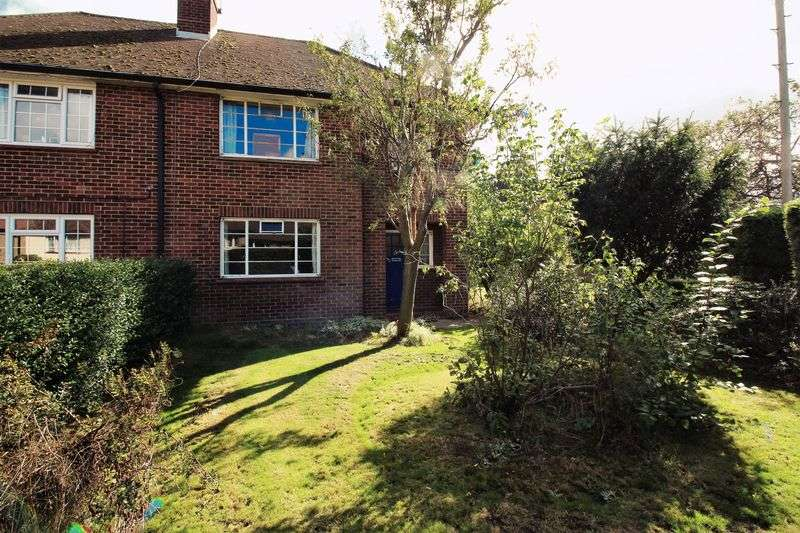 3 Bedrooms Semi Detached House for sale in Moor Road, Frimley