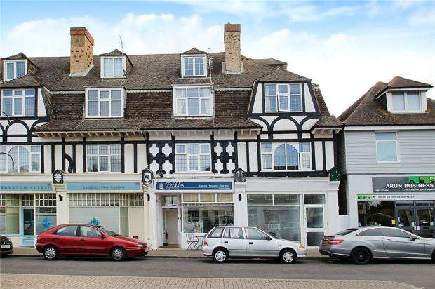 3 Bedrooms Maisonette Flat for sale in Parade Mansions, Sea Road, East Preston, West Sussex, BN16