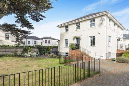 4 Bedrooms Town House for sale in Little Ashley Court, Ryeworth Road, Charlton Kings, Cheltenham