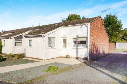 2 Bedrooms Bungalow for sale in Kenilworth, Yate, Bristol, Gloucestershire